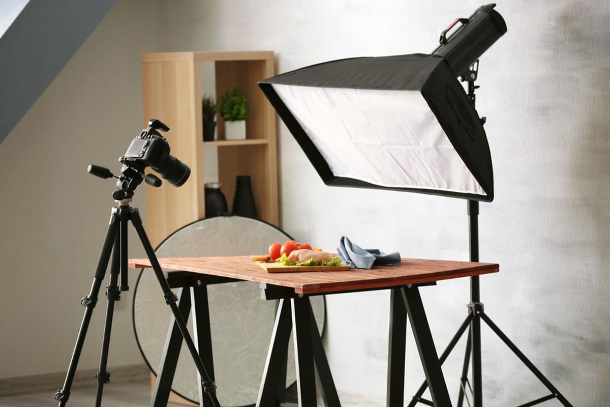 Estudio fotográfico profesional Disparando comida bajo iluminación